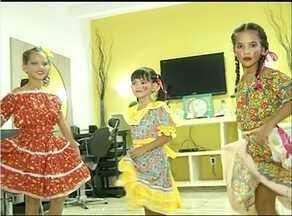 Cabeleireira e maquiadora ensina como arrumar crianças para a festa junina - Cabeleireira e maquiadora ensina como arrumar crianças para a festa junina
