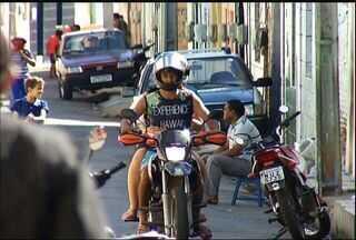 Moradores pedem atenção para rua onde motociclistas passam em alta velocidade em Juazeiro - Rua Voluntários de 14 está localizada no Bairro Santa Tereza.