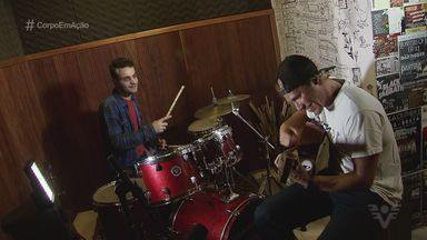 Conheça a banda Locais - Aproveite para aumentar o som e curtir música, surf e skate.