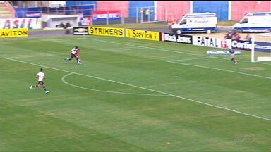 Paraná Clube e joiville se enfrentaram hoje pela série B do brasileirão - No domingo tem série A:Atlético e GrêmioCoritiba e Figueirense