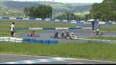 Circuito Paraibano de Kart - Os pilotos correram no novo circuito que fica na cidade do Conde, o Circuito Paladino.