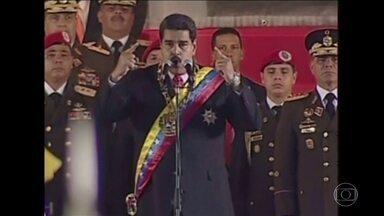 Oposição reúne 400 mil assinaturas para referendo contra Nicolás Maduro - Consulta é para revogar o mandato do presidente da Venezuela. Centenas de venezuelanos foram às ruas comemorar a marca.