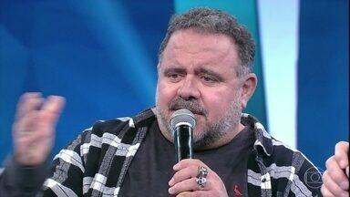 Leo Jaime canta 'Fórmula do Amor' - O cantor também solta a voz à capela e empolga a plateia