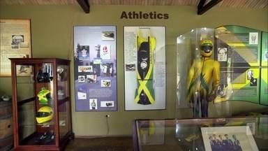 Parque homenageia jamaicanos que disputaram Olimpíada de Inverno - Sem treinamento, porque na Jamaica, claro, não tem neve, equipe jamaicana conquistou o público. É uma história tão incrível que virou filme.