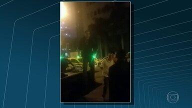 Polícia investiga plano de taxistas para agredir motoristas do Uber - A Polícia Civil tenta identificar taxistas que aparecem num vídeo planejando quebrar e incendiar carros do Uber que buscam passageiros em boates e aeroportos.