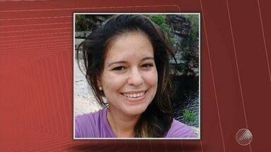 Professora é encontrada morta com mais de 20 facadas em Riachão do Jacuípe - Ienata Rios tinha 35 anos e morava sozinha. Ela deixa um filho adolescente. A polícia suspeita de crime passional.