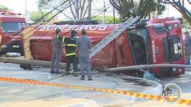 Bombeiro ficou ferido em acidente em São José - Caminhão dos bombeiros na zona leste.