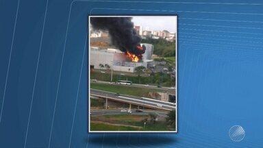Incêndio causa susto em shopping da capital baiana; ninguém ficou ferido - Trânsito ficou complicado na região do shopping Bela Vista por causa do ocorrido.