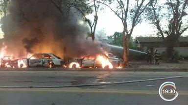 Incêndio em ferro-velho interdita a rodovia Rio-Santos - Depósito fica às margens da rodovia em Ubatuba.