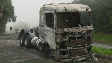 Reportagem mostra como aconteceu o acidente trágico na BR-277, em Morretes - cinco pessoas morreram e outras 15 ficaram feridas.