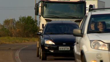 Motoristas ainda desconhecem lei que obriga farol ligado durante o dia - A partir da sexta-feira (8), os motoristas serão obrigados a usar os faróis ligados.