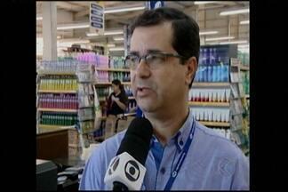 Polícia procura por suspeitos de assalto a supermercado em Divinópolis - Crime ocorreu durante a tarde desta segunda-feira (4). Gerente relatou ocorrido.