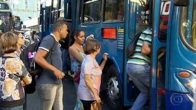 Assaltos em ônibus quase dobraram de janeiro a abril deste ano, em relação a 2015, em BH - Pedestres e passageiros de ônibus da capital mineira reclamam de falta de segurança. E a violência assista a população.