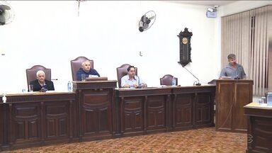 Câmara de Jacarezinho pede explicações ao MP sobre lei que reduziu o número de vereadores - A Câmara avaliou que a lei que reduziu o número de cadeiras no legislativo pode ser anulada se forem usados os mesmos critérios que proibiu o reajuste dos salários.