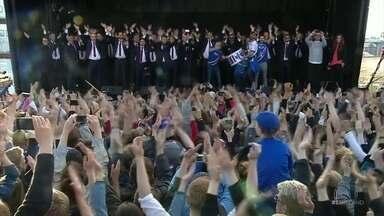 Após eliminação, Islândia e recebida por 30 mil torcedores com comemoração de arrepiar - Após eliminação, Islândia e recebida por 30 mil torcedores com comemoração de arrepiar
