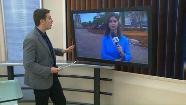 Obras no centro de Cascavel interditam ruas - A Rua Souza Naves foi interditada para que o novo trajeto da Avenida Brasil seja concluído.