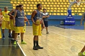 Acabou as férias: Mogi Basquete volta aos treinos. - Equipe faz primeiro treino no comando do técnico Guerrinha.