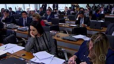 Comissão de impeachment ouve peritos que analisaram decretos no governo Dilma - A comissão do impeachment no Senado ouve hoje os três peritos que analisaram os decretos de créditos suplementares no governo da presidente afastada Dilma Rousseff.