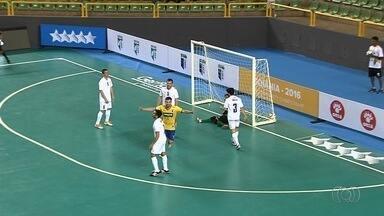 Brasil goleia Israel no Mundial Universitário de Futsal - Time faz 10 a 0 e estreia com o pé direito no Goiânia Arena.