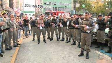 Colegas fazem 'sirenaço' em cidades do RS após morte de policial militar - Enterro do MP ocorre nesta terça-feira (5) em Cachoeira do Sul, RS.