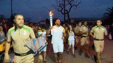 Sobrevivente da boate Kiss carrega Tocha Olímpica - Símbolo dos Jogos Olímpicos chega à região central do RS.
