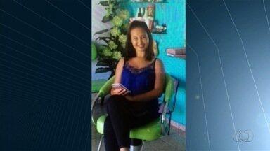 Enterrado corpo de garota morta ao levar choque em barra de proteção - Parentes e amigos de Sarah Reis se despediram com uma salva de palmas. Estudante foi eletrocutada após tocar em estrutura em avenida de Goiânia.