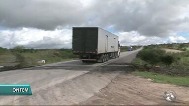 Dnit informa que lombadas foram instaladas na BR-423 - Moradores reclamaram do excesso de velocidades dos motoristas em Paranatama.