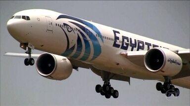 Caixa preta de avião da Egyptair mostra incêndio a bordo - Investigadores ainda apuram a causa do acidente e a hipótese de terrorismo ainda não está descartada.