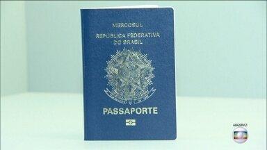 PF faz esquema especial para entregar passaportes atrasados em SP - A entrega do passaporte atrasou por problemas na produção do documento. A expectativa é entregar os atrasados até a próxima terça-feira (12). Doze mil pessoas esperam pelo documento só na capital.