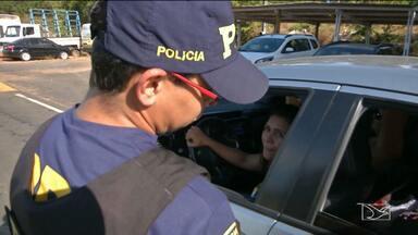 Polícia Rodoviária Federal intensifica fiscalização em Caxias, MA - A fiscalização visa coibir a imprudência dos motoristas nesta época em que aumenta o movimento nas estradas.