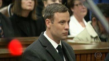 Oscar Pistorius é condenado a seis anos por morte de namorada e volta para prisão - Sul-africano teve a pena aumentada em um ano.