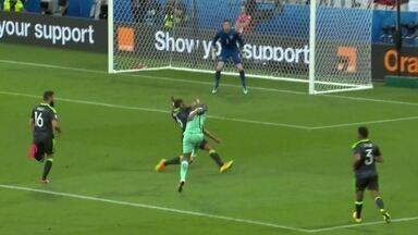 João Mário tabela com Cristiano Ronaldo e bate com perigo aos 15 do 1º tempo - João Mário tabela com Cristiano Ronaldo e bate com perigo aos 15 do 1º tempo