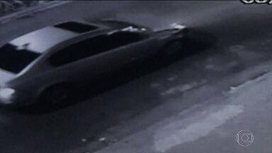 Policiais de Diadema estão procurando o carro que atropelou e matou um vigia na Imigrantes - Os policiais percorreram as ruas de Diadema refazendo o trajeto de fuga do atropelador.