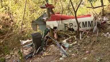 Homem morre em queda de aeronave no Centro-Oeste de Minas - Segundo os bombeiros, vítima é um engenheiro que havia fabricado e pilotava o monomotor.