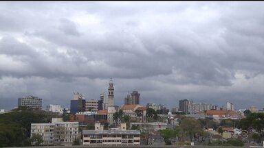Frio está de volta à Curitiba! - Nesta quinta-feira, a mínima deve ser de 4 graus na capital.