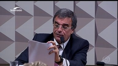 Dilma se defende, por meio de carta, na comissão do impeachment - Através de carta lida por seu advogado, a presidente afastada Dilma Rousseff defendeu-se na quarta-feira (6) perante à comissão do impeachment no Senado.