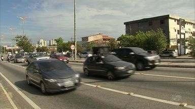 Motoristas tem dúvidas sobre lei que obriga o uso do farol em rodovias - Lei entrou em vigor nesta última sexta-feira (08).