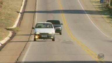 Após lei, motoristas são flagrados sem usar o farol durante o dia nas estradas - Após lei, motoristas são flagrados sem usar o farol durante o dia nas estradas