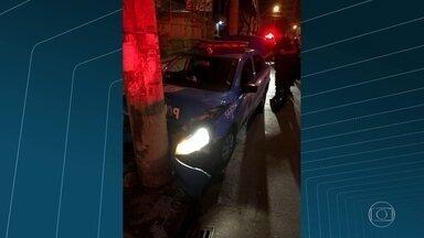 Policial militar é morto e outro fica ferido no Engenho Novo, zona norte do Rio - O caso aconteceu no final da noite de domingo (10), na rua Barão do Bom Retiro. Os dois policiais da UPP Lins passavam pela via numa viatura quando foram atingidos por tiros.