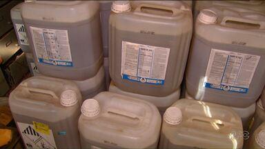 Polícia Civil apreende agrotóxicos falsificados em Cascavel - A polícia de Cascavel suspeita de um grande esquema de adulteração de produtos agrícolas.