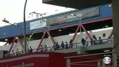 Torcedores da Zona Oeste poderão usar BRT e trem para chegar ao Maracanã na Olimpíada - A equipe do Bom Dia Rio saiu da Taquara, na Zona Oeste, em direção ao estádio do Maracanã, na Zona Norte. No trajeto, serão usados o BRT e o trem.