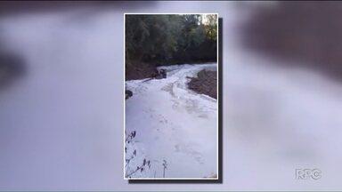 Resíduos de laticínio contaminam rio na região sudoeste - O acidente foi em Enéas Marques.