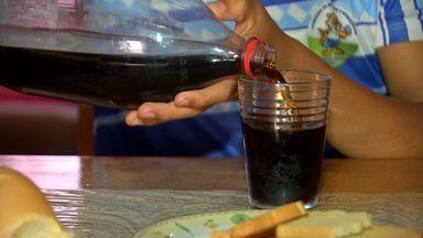 Pesquisa mostra que adolescentes consomem produtos industrializados em excesso - Pesquisa mostra que adolescentes consomem produtos industrializados em excesso .