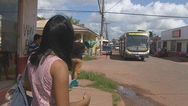 Três homens suspeitos de terem cometido um assalto a um ônibus em Macapá foram presos - Três homens suspeitos de terem cometido um assalto a um ônibus no bairro universidade foram presos pela polícia. Esse tipo de crime tem ocorrido com frequência no bairro e deixa amedrontado os usuários do transporte público.