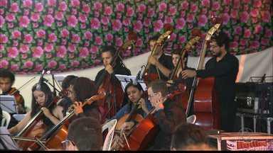 Festival de música leva orquestra a praça na cidade de Pocinhos, na Paraíba - Orquestra tocou até sucessos do cinema.