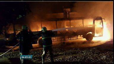 Ônibus é incendiado em ataque na BR-116 - Polícia investiga as causas do ataque.