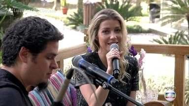 Luiza Possi interpreta nova música 'Meu amor mora no Rio' - A cantora apresenta trabalho do novo álbum no É de Casa