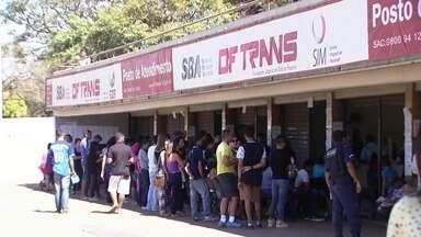 DFTrans organiza mutirão para atender e resolver pendências da população - Quatro postos do DFTrans espelhados em Taguatinga, no Gama e em Ceilândia atenderão a população até as 13h.