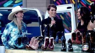 Bruna Viola e Letícia Cazarré comentam a moda de botas - Cantora diz que tem cerca de 50 pares e conta que se sente pelada quando não está de bota