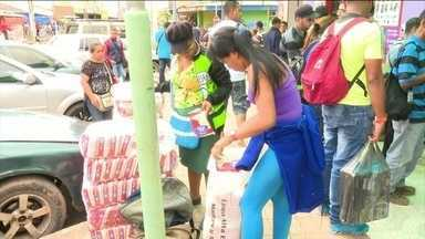 Crise humanitária que afeta venezuelanos se repete na fronteira com o Brasil - A situação da Venezuela está crítica. A população não tem medicamento de nenhum tipo e tem que ir até a fronteira para poder comprar os remédios que precisam.
